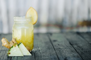 Cleansing Pineapple, Apple, and Ginger Juice
